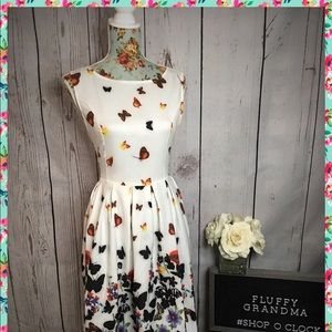 Dresses & Skirts - Butterfly Dress Large